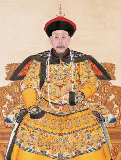 Portrait_of_the_Qianlong_Emperor_in_Court_Dress