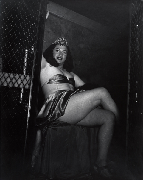 Weegee (Arthur H. Fellig), Transvestite in Paddy Wagon, 1941; gelatin silver print, 13 1/2 in. x 10 9/16 in. (34.29 cm x 26.83 cm); Collection SFMOMA, Foto Forum purchase; © Weegee / International Center of Photography / Getty Images