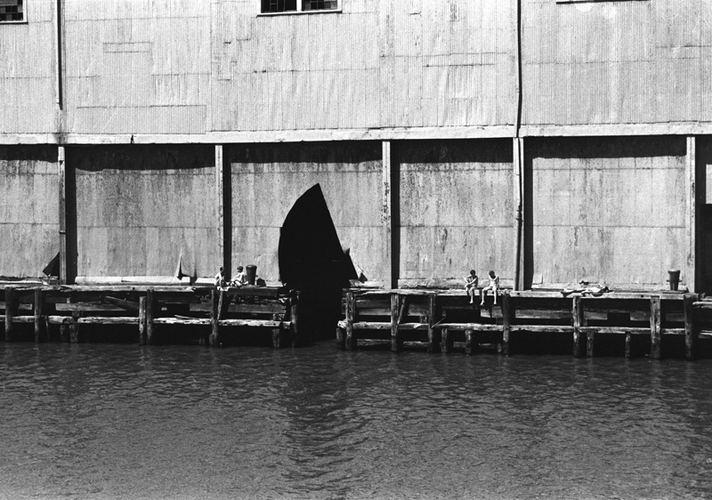 Alvin Baltrop, Untitled (from the Pier Photographs series), 1975–86. Courtesy and © the Alvin Baltrop Trust.