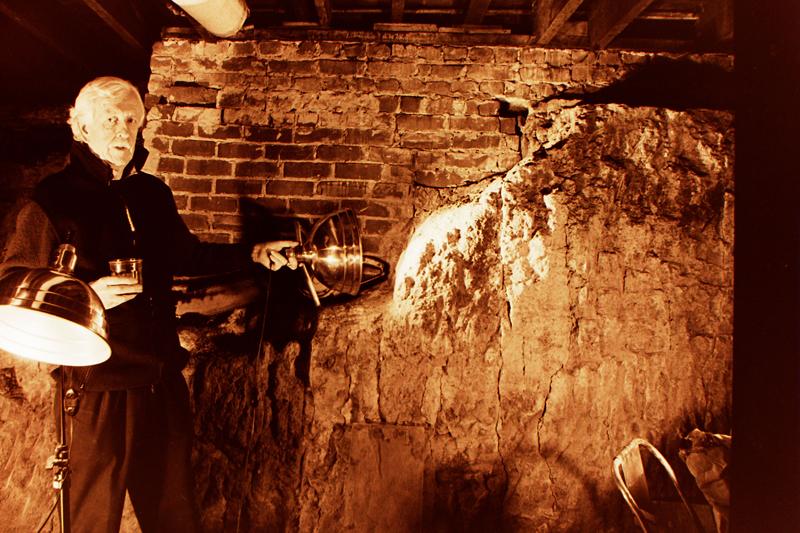 David Ireland in his studio, San Francisco, 1988; photo: Suzanne Parker; image courtesy of The 500 Capp Street Foundation.