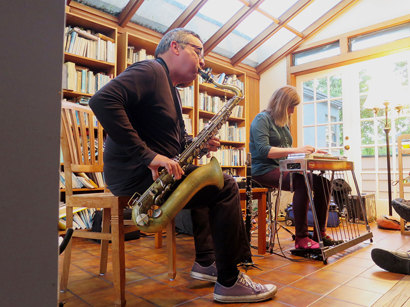 Phillip Greenlief and Susan Alcorn performing at Tom's Place, Apr 27, 2017. Photo: Michael Zelner.