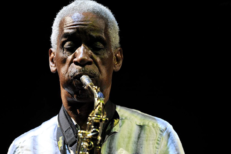 Roscoe Mitchell performing at the Moers Festival in Moers, Germany, 2009. Photo: Michael Hoefner. License: Creative Commons Attribution-Share Alike 3.0 Unported.